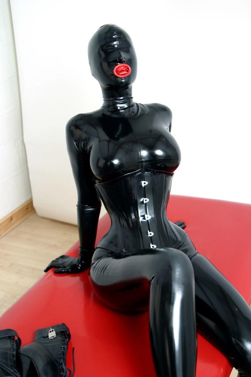 lateks-rubber-porno